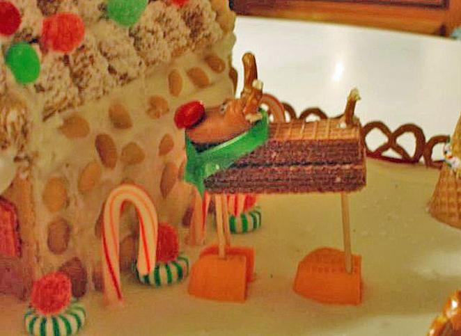 how to make a gingerbread house with graham crackers candy reindeer ...